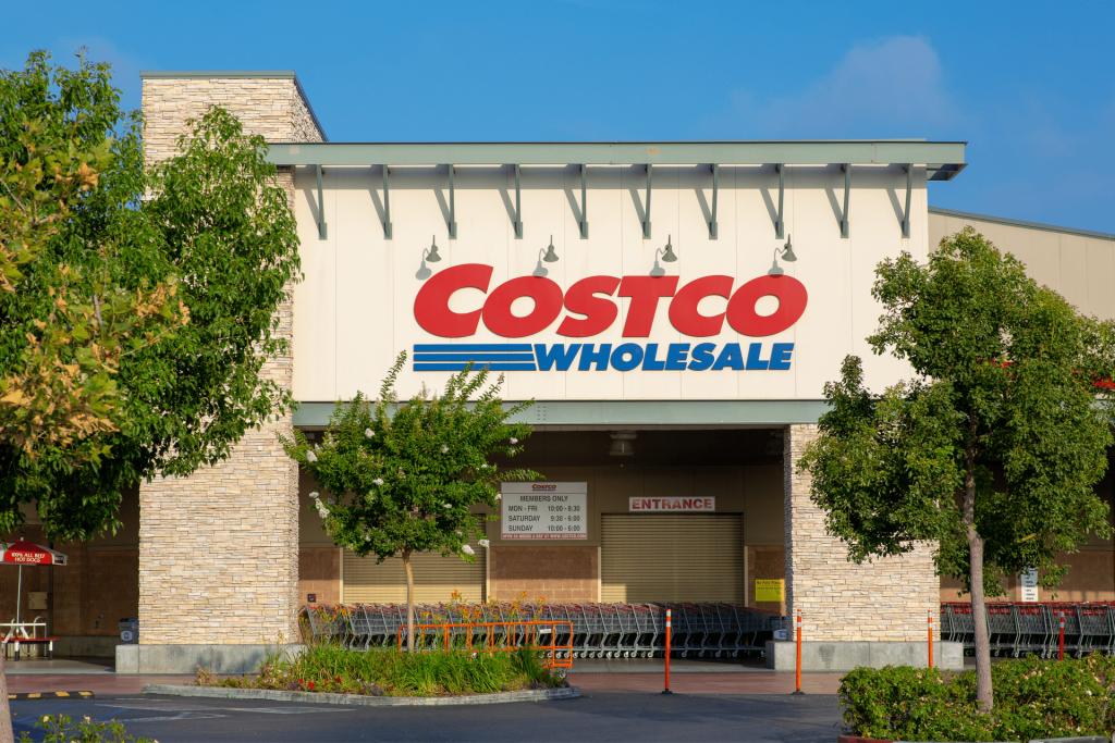 Costco, Storefront